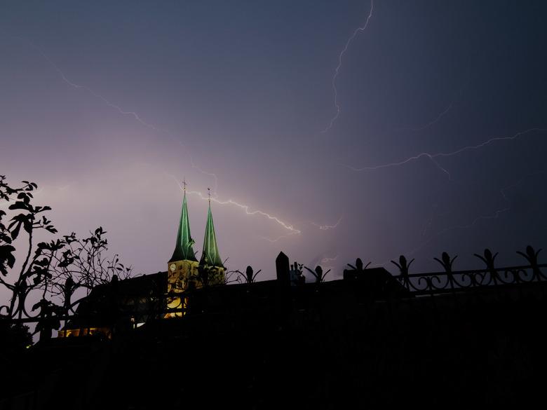 Nog meer onweer in Deventer - Gelukkig was de slechtvalk niet thuis