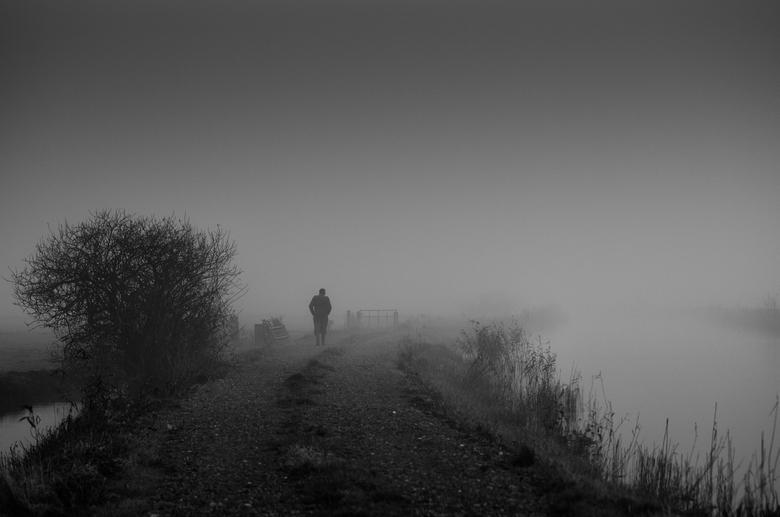 De Boer op... - Op een zeer mistige ochtend waren we aan het foto's schieten bij het water waar het eigenlijk te mistig was. We waren net in de a