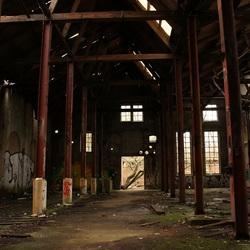 Zacht licht in oude fabriek