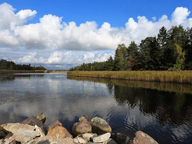 Fins landschap - heerlijk om in deze tijd landschaps foto,s te maken met lekker wat wolken in de lucht en langzaam aan begonnen de herfsttinten al te