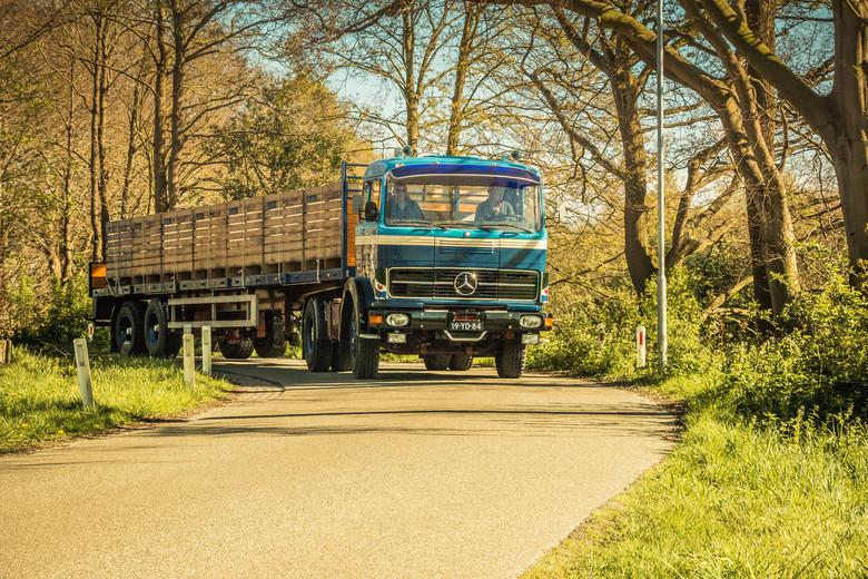 Een nieuwe oldtimer - Een prachtige gerestaureerde oldtimer tijdens een oldtimer rit in noord-oost Groningen.
