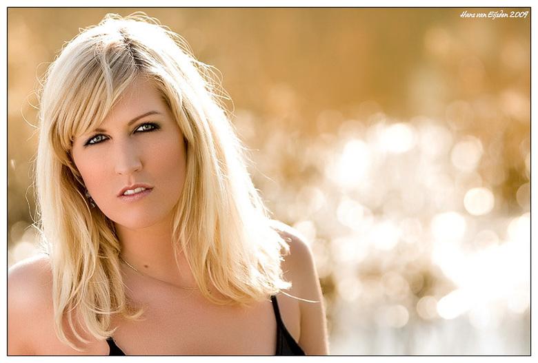 Nienke - Vanmiddag heb ik zangeres Nienke op de foto gezet voor haar nieuwe CD. <br /> <br /> Perfecte zon en midden in de uiterwaarden aan de IJsse