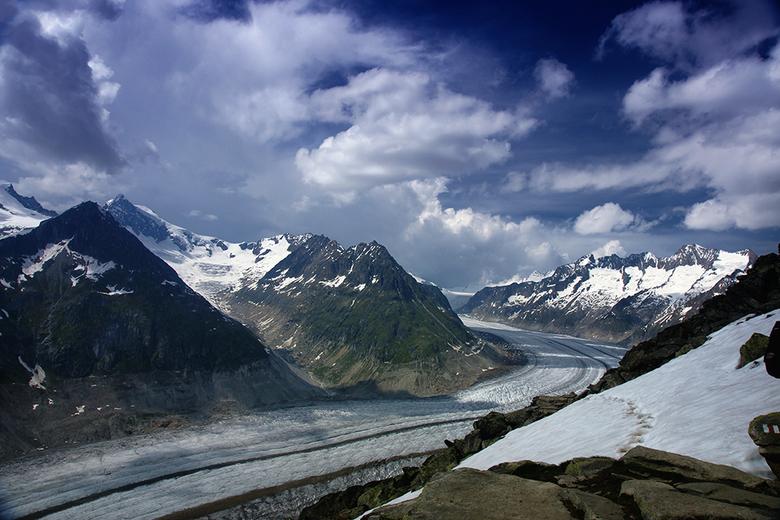 Aletsch - Er zijn er natuurlijk honderden gemaak, foto's van de Aletschgletscher, maar hij blijft indruk maken. Ik heb hier een blauw verloopfilt