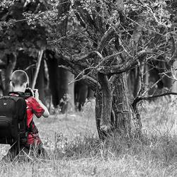 De kleine fotograaf met de grote tas