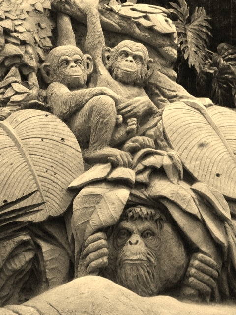 Aapjes kijken - zandsculptuur- Garderen