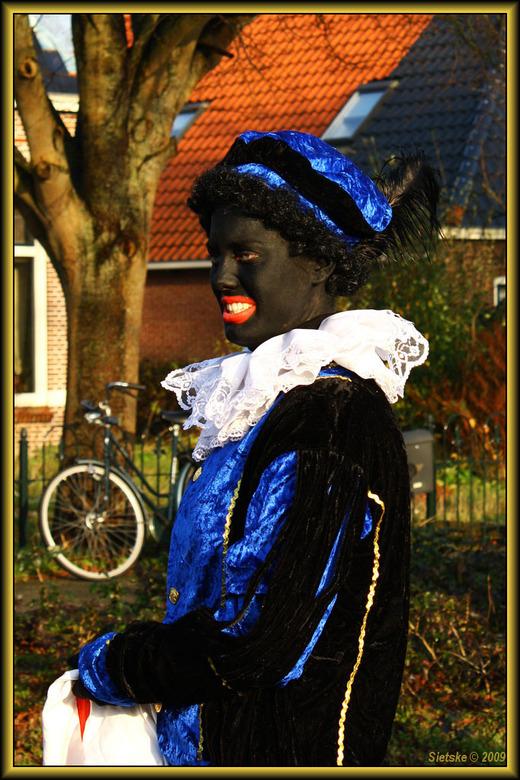 Zwarte Piet - Eén van de Pieten bij de intocht van Sinterklaas.