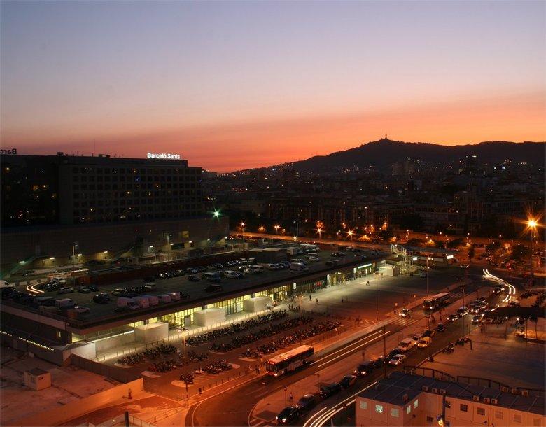 station barcelo-sants - Avondopname station Barcelo-Sants vanaf het dak van hotel Expo