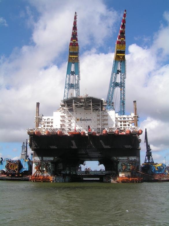 Saipem in Rotterdam (in 2006) - De Saipem 7000 is het op een na grootste kraanschip ter wereld met een hefvermogen van 2x 7000 ton (nummer 1 van de we