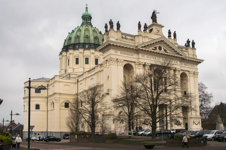 Basiliek te Oudenbosch. - Basiliek te Oudenbosch is een replica van de basiliek te Rome.