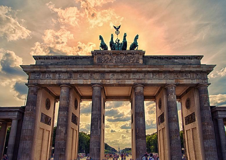 Brandenburger Tor - Onder andere; Adolf Hitler en Amerikaans president Ronald Reagan hebben hier hun toespraken gehouden bij de Brandenburger Tor.<br