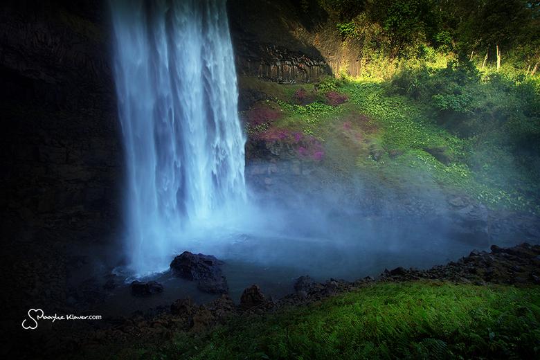Tad Sulin - Na een tijdje in het bos gewandeld te hebben deze waterval gevonden. Echt prachtig met al die mooie bloemen en planten er omheen. Tad Suli