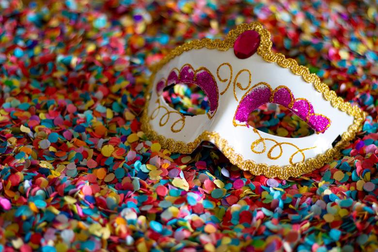 Carnaval 2020 - Hoewel Carnaval pas start vanaf 23 Februari 2020 zijn er nu toch al genoeg Carnavalsartikelen te koop in de winkels.. <br /> <br />