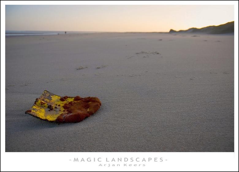 strand 3 - achtergelaten door de zee..<br /> <br /> groetjes @rjan<br /> <br /> <br /> <br /> bedankt voor de reakties op mijn vorige..