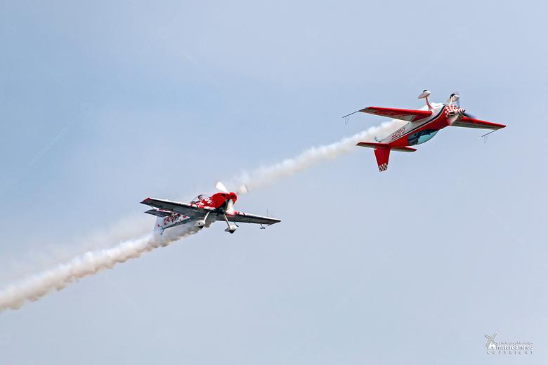 Volkel in de Wolken 2017 - Power Aerobatics by Mark Jefferies.<br /> Met zijn &#039;single seater&#039; de Extra 330SC gaat hij tot het uiterste om e