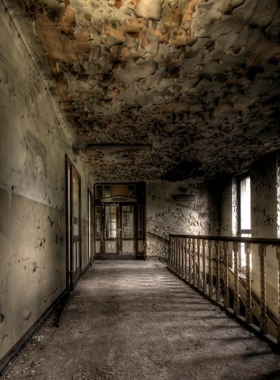 vond men op Station II genezing ? - bovenverdieping van vervallen ziekenhuis in Duitsland