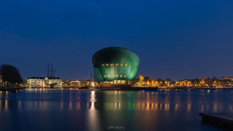 Nemo & Scheepvaartmuseum - Nemo en het Scheepvaartmuseum tijdens het blauwe uurtje - Amsterdam.