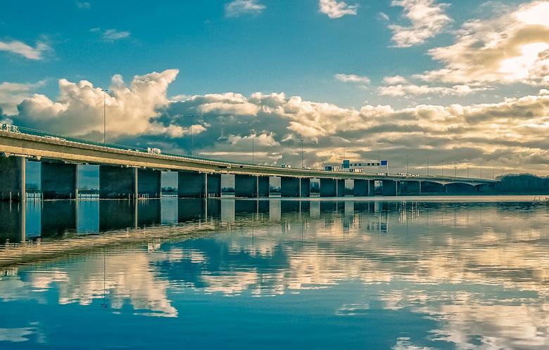 A50 brug-Heteren  -  hoog water