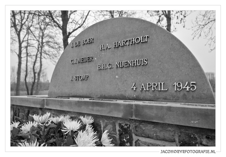 4 april 1945 - Oorlogsmonument Zuidweg in Staphorst <br /> <br /> De vijf verzetsmensen werden op 4 april 1945 vanuit de SD-gevangenis in Meppel naa