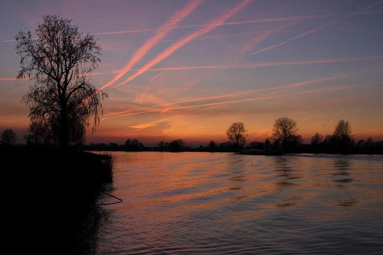 Sunset aan de Maas - Zonsondergang bij Megen