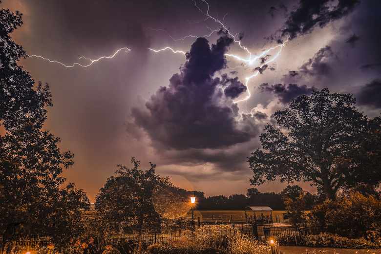 Onweer in Twente - Spektakel voor de deur