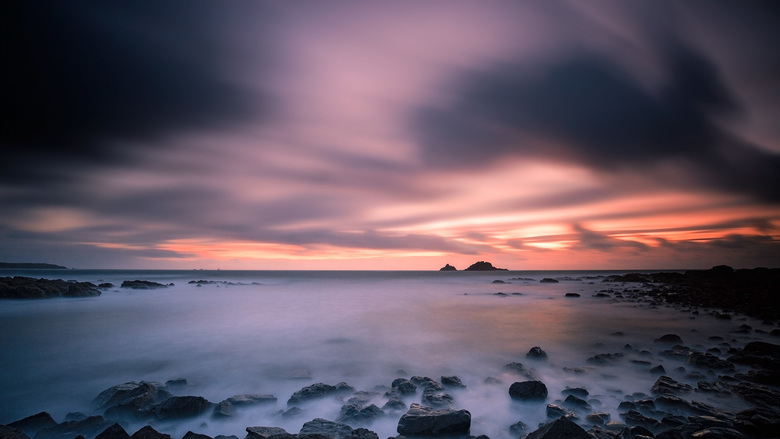 Slow sunset - Long exposure on a stormy evening