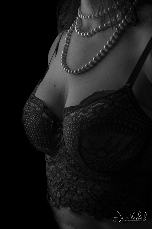 Lace and pearls - Lowkey