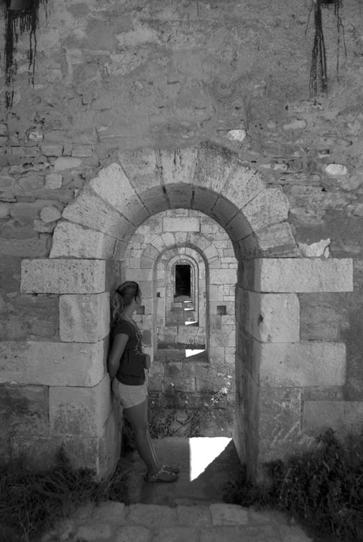 Le chateau d'Oléron in herhaling - Het kasteel van d&#039;Oléron.<br /> Even voor de duidelijkheid: vijf muren achter elkaar met dezelfde poortvormig