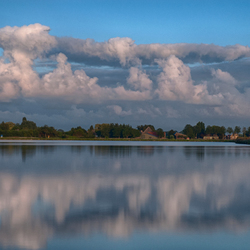 Wolken in het water
