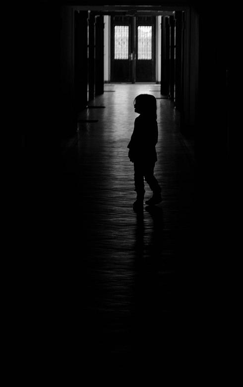Eenzaam meisje - Voor een kinderfotografie-shoot heb ik ook even mijn artistieke en creatieve kant gebruikt. Dit keer me 2e Low Key die ik ooit hebt g