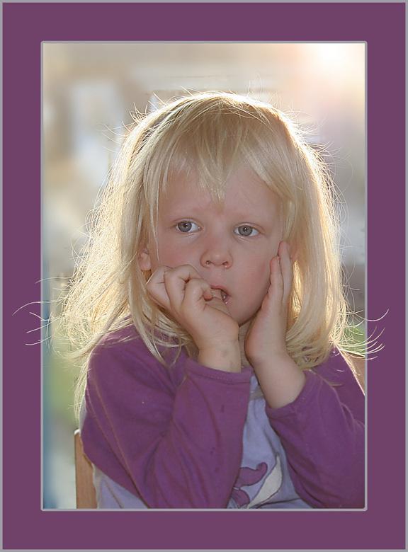 Goeie morgen... - Mijn dochter Klaske is net uit bed en wacht op de papfles.
