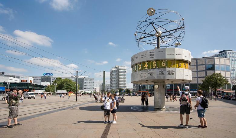 Berlijn - Alexanderplatz - Weltzeituhr - Berlijn - Alexanderplatz - Weltzeituhr