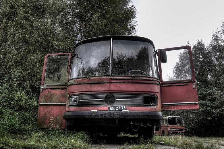 heerlijk, nooit meer in de file - bus op het opgeheven vliegveld van Enschede