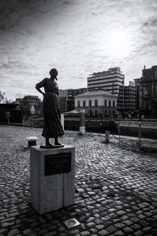 Antwerpen - Het Havenmeisje -