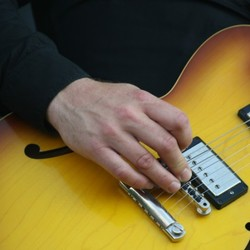 Moke, gitarist