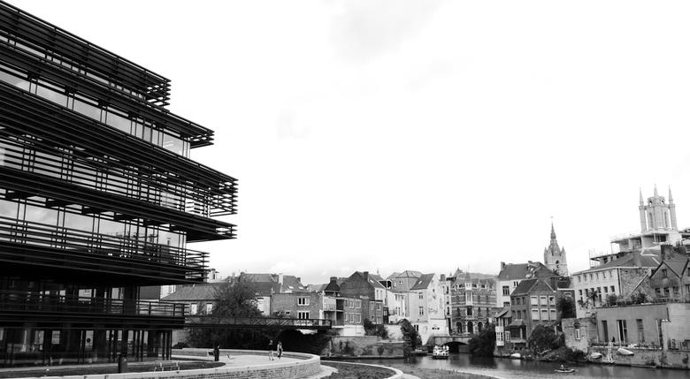 Gent - Stadsgezicht - Zicht op de moderne en oude architectuur van Gent, België.