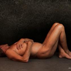 Liggend mannelijk naakt