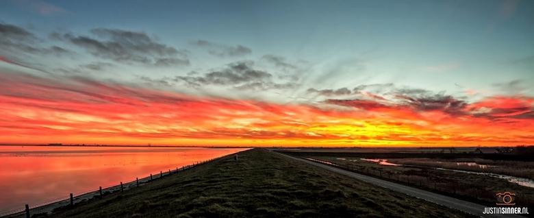 Panorama zonsondergang boven de Waddendijk op Texel.