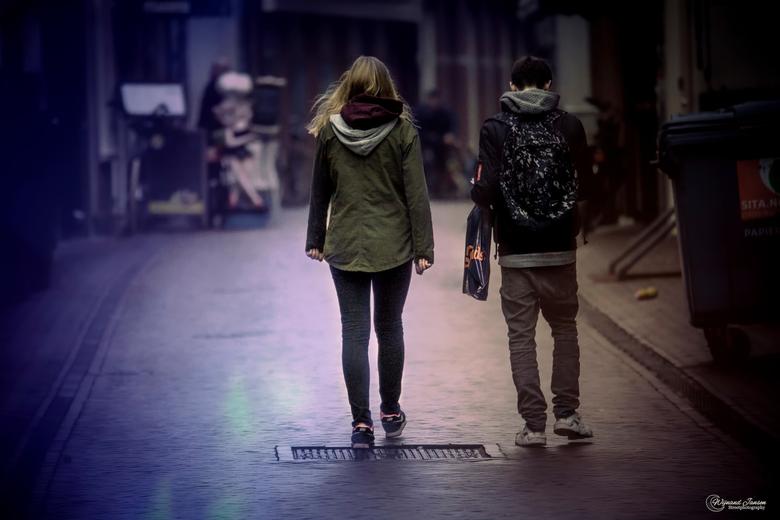 After shopping in the rain, you quickly go home again. - Na het winkelen in de regen ga je weer snel naar huis.