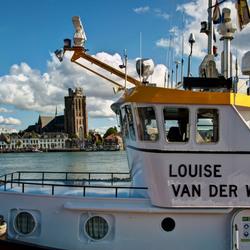 Dordrecht - Grote Kerk gezien vanaf kade bij Zwijndrecht