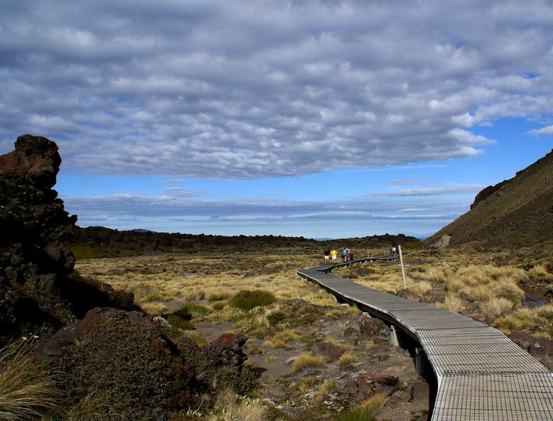 boardwalk - De Tongariro Crossing is een wandeling van 17 km. door het Nat.park Tongariro in Nieuw Zeeland.Elke dag starten er honderden wandelaars om