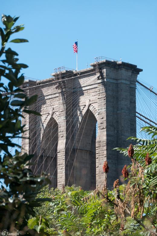 Brooklyn Bridge - Een week in New York geweest. Mijn kans om eens te ontdekken hoe ik foto's zou maken in een stad. Toen ik deze foto ging maken heb i
