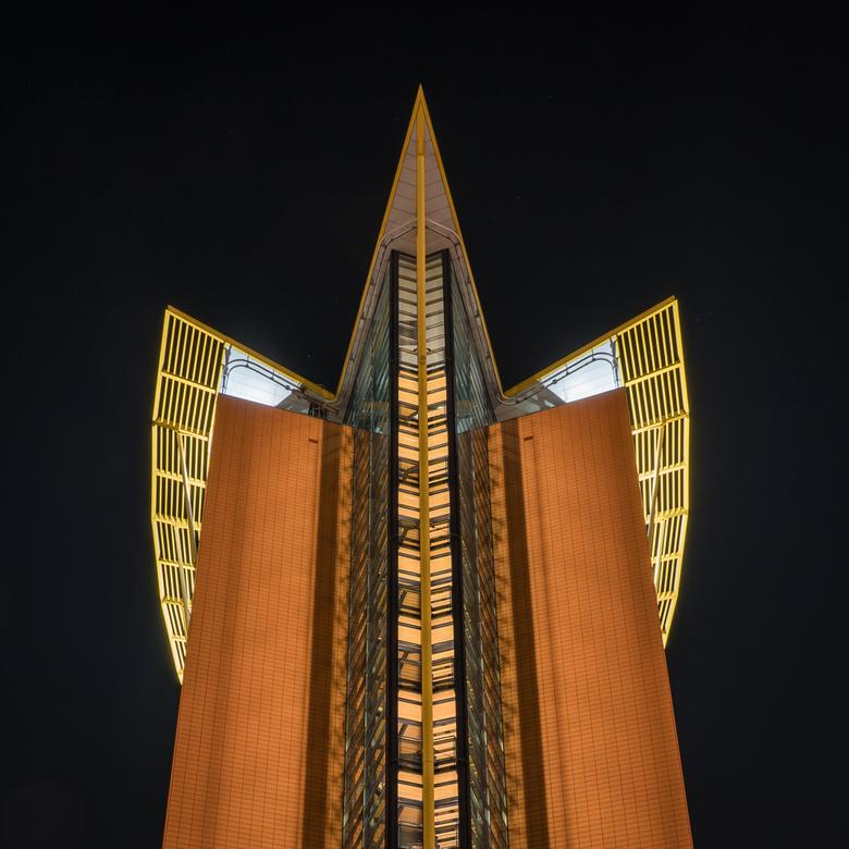 """Schiedam, Facilicom gebouw - Het Facilicom gebouw in Schiedam is evenals zijn """"tweelingbroer"""" dat er naast staat, een futuristisch kantoorge"""