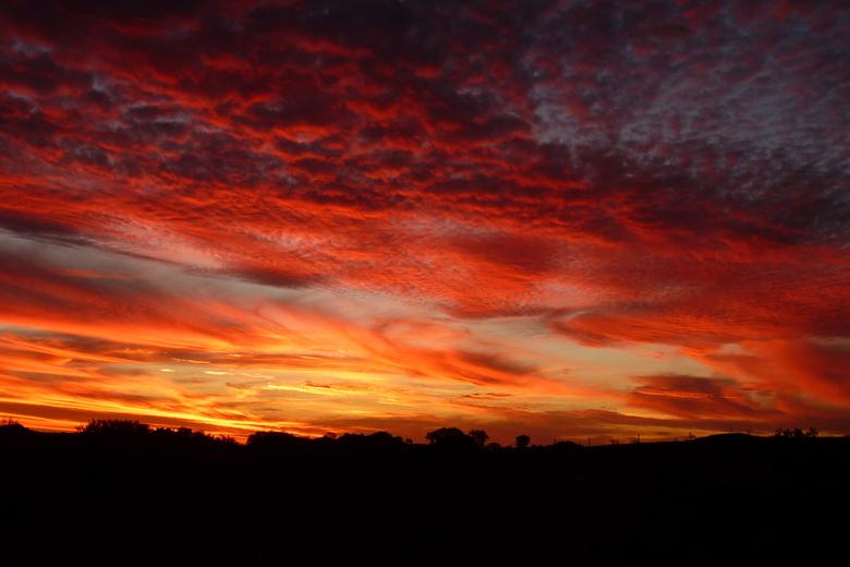 Sunset @ House Creek, Western Australia - Prachtige zonsondergang bij House Creek in West-Australië. De lucht lijkt een grote vuurzee.