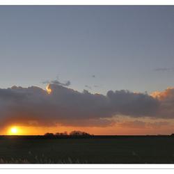 Spektakel: De zon gaat onder langs het Lauwersmeer - 4#4
