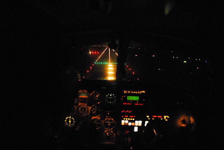 foto nachtvliegen Rotterdam - Clear to land
