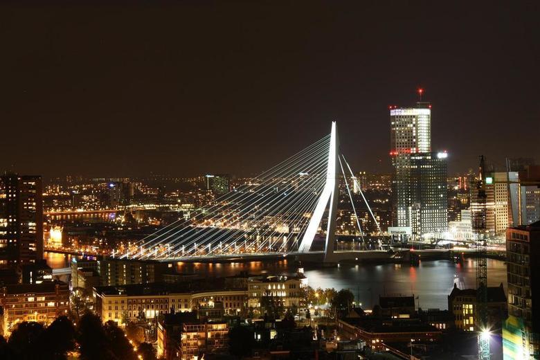 Erasmusbrug R'Dam By Bight - Een mooi verlichte Erasmusbrug te Rotterdam !!