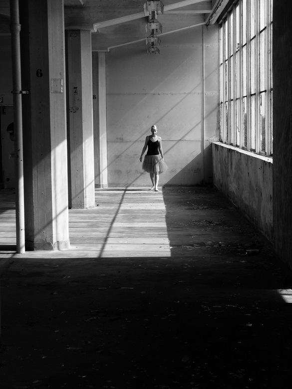 baronie - Ballerina: Eline Selie,. loopt door de baronie