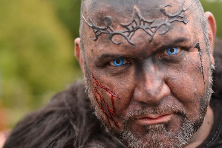 Blue eyes - Deze warrior komt wel erg indringend op mij over.  Het lijkt mij wijs dat ik geen ruzie met hem zoek.