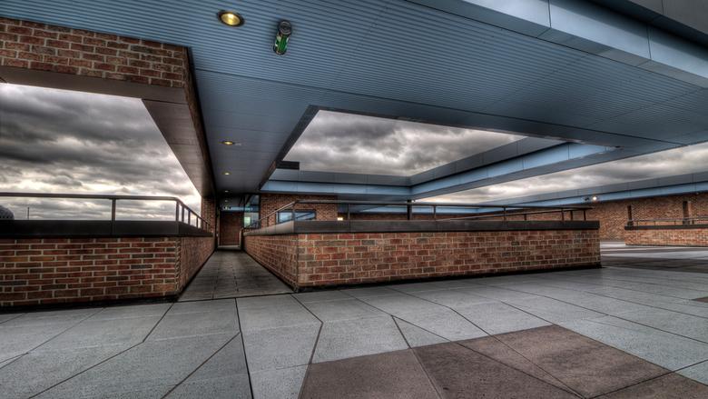 Station Breda 1 - Vandaag de wind getrotseerd om weer eens bij het station van Breda te gaan kijken, dit is boven op het station op het parkeerdek, we