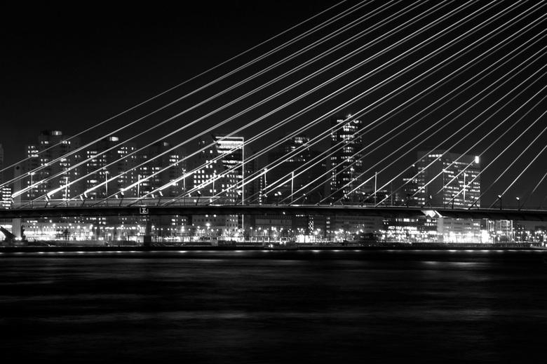 Skyline Rotterdam - Wat is het leuk om in het donker aan het werk te zijn.